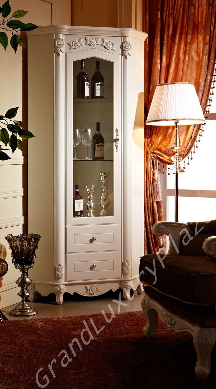 Vetrina ad angolo seria bella 917 grand luxury plaza for Tavolino con vetrina